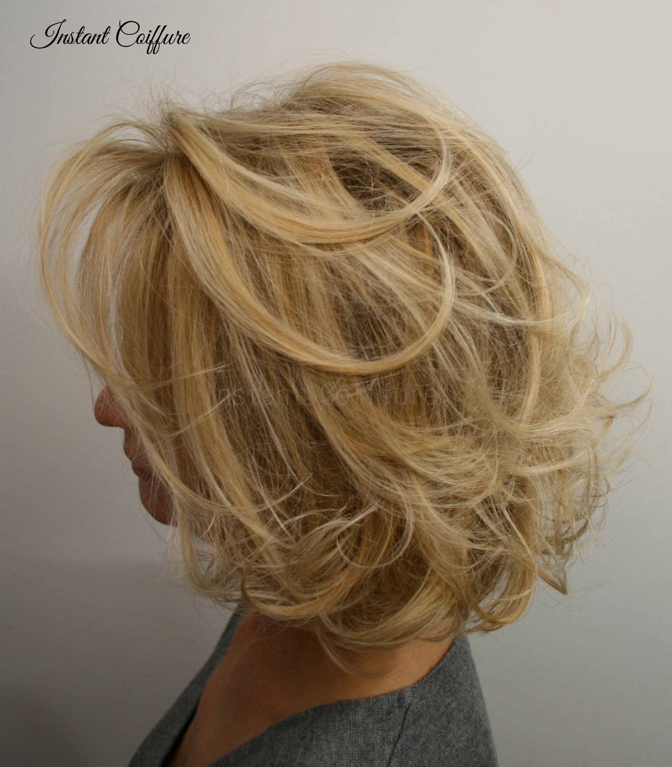 Blond lumineux par Instant Coiffure.